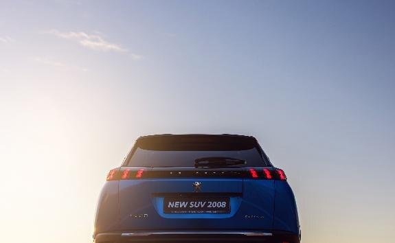 Peugeot 2008 двигун: бензин (серія PureTech) або дизель (серія BlueHDi)
